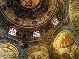 Интерьер церкви Сан-Витале