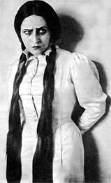 Хана Ровина в роли Леи.